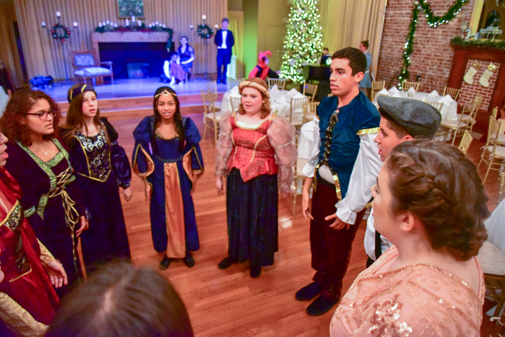 Madrigal_Rehearsal 186