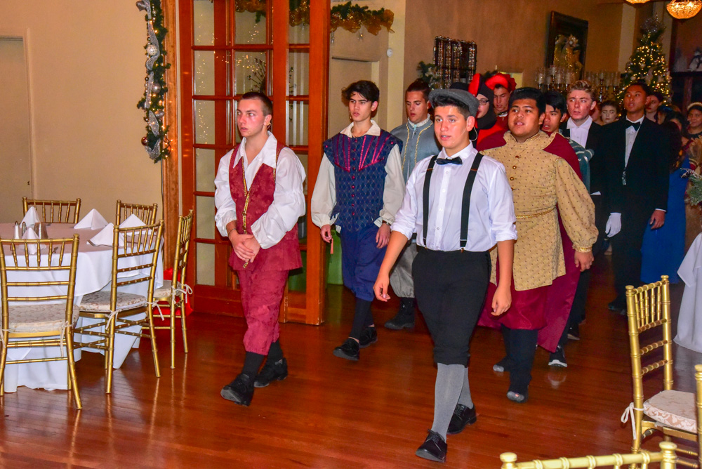Madrigal_Rehearsal 334