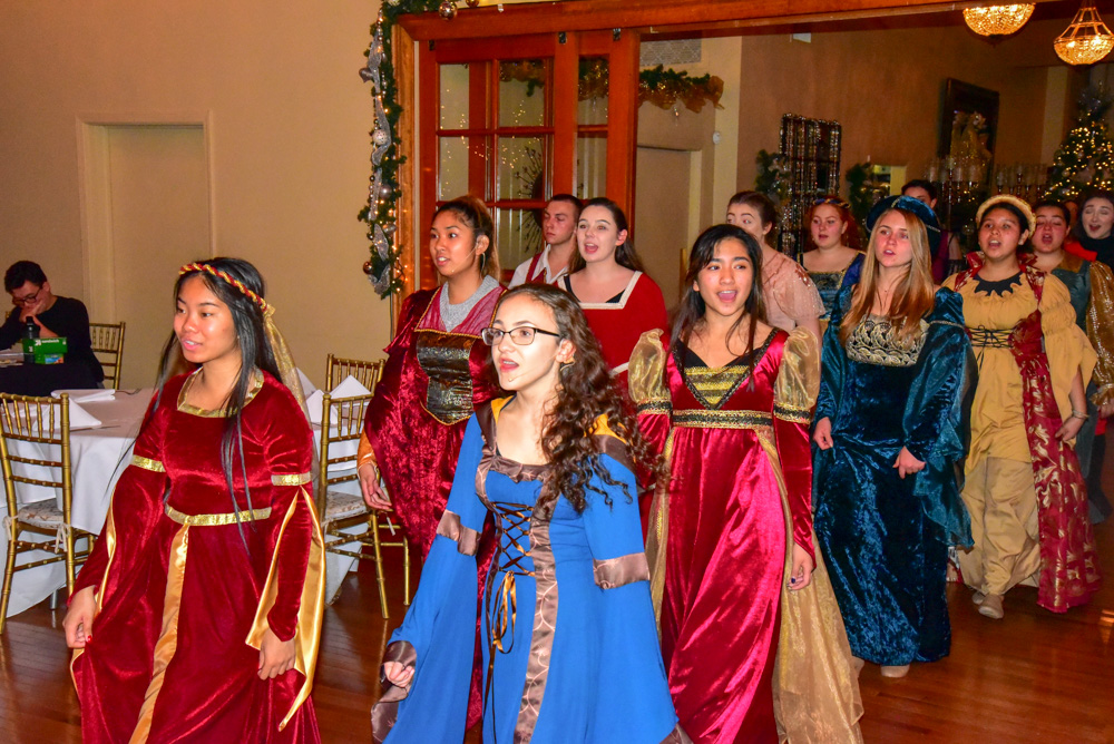 Madrigal_Rehearsal 340