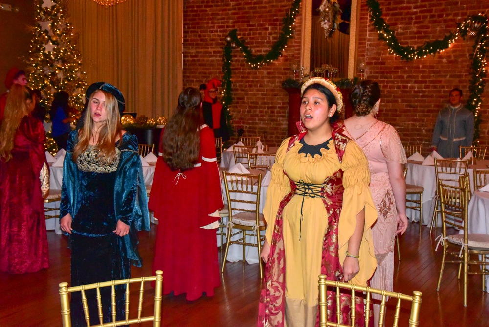Madrigal_Rehearsal 344