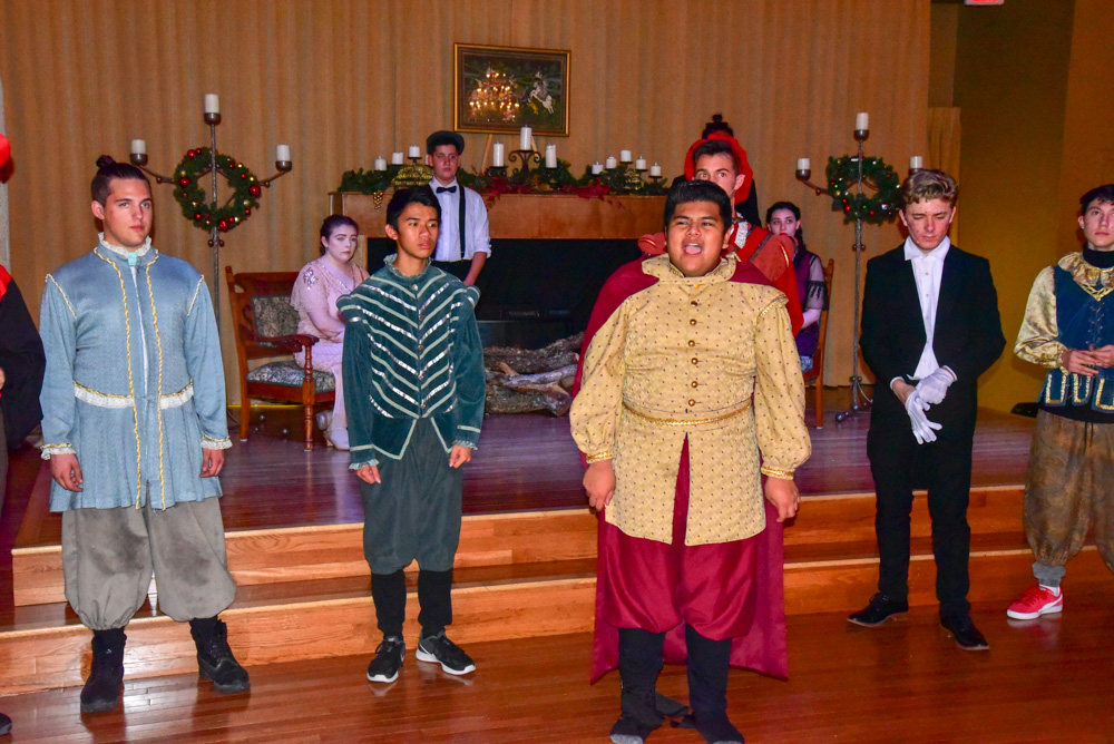 Madrigal_Rehearsal 382