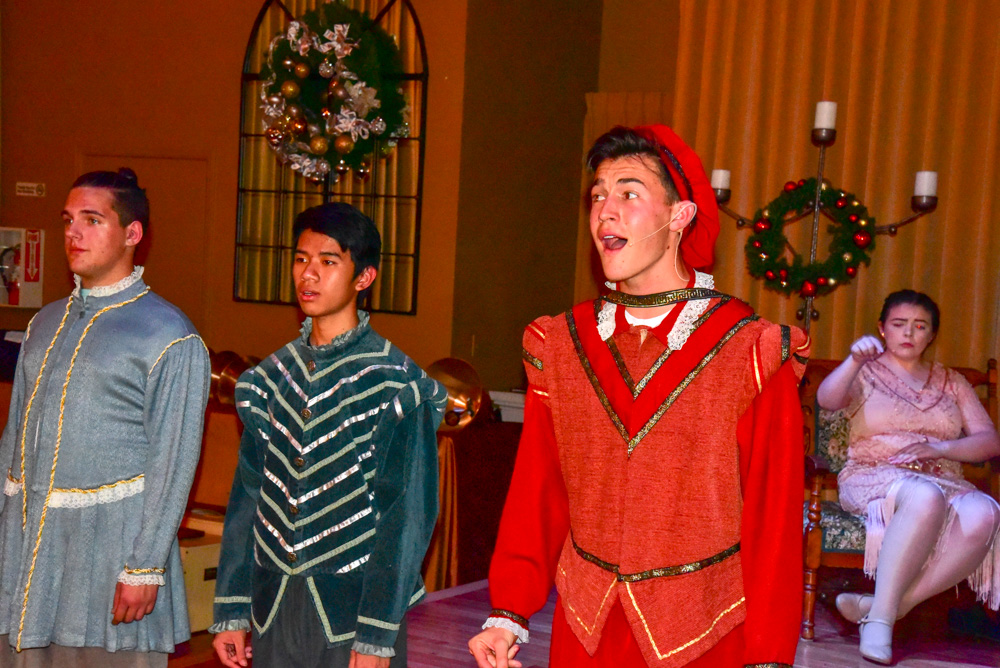 Madrigal_Rehearsal 388